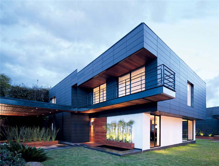 文章导读:在闹市中拥有一片绿色庭院的Fatima House别墅位于墨西哥城的德尔山谷( Del Valle),这里是城内最传统的街区之一。开窗即可面朝青翠的绿地,宽敞、自由与自然间的无拘无束,成为许多都市人向往的田园式生活。今天上海勃朗别墅设计公司小编就为您解析来自墨西哥