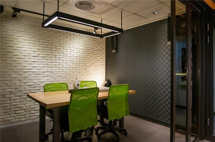 时尚简单的小型办公室设计案例 loft办公室设计