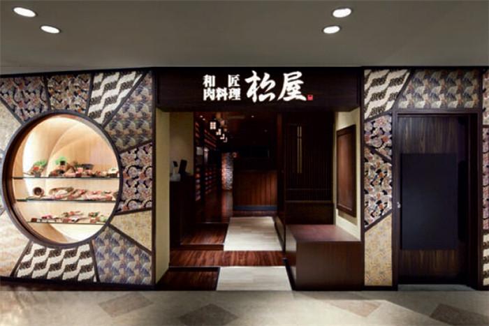 其店面装修秉承着传统的日本饮食文化风格
