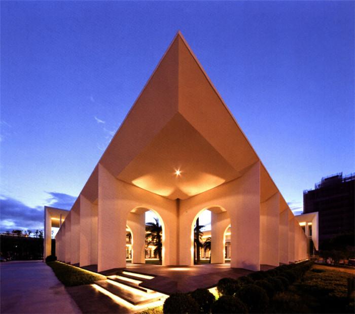骑楼式建筑 现代欧式高端售楼处外观设计方案欣赏