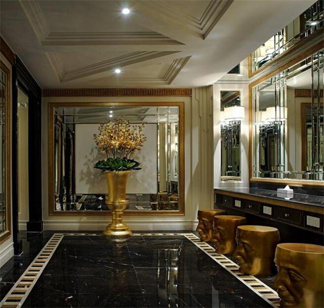 文章导读:北京鸿禧高尔夫酒店是一个会所性质的酒店,酒店的风格定位为Artdeco奢华风格高端酒店。下面,就同上海勃朗酒店设计公司的小编一起欣赏北京鸿禧高尔夫酒店设计方案吧!  酒店空间设计运用了放射状、阶梯状、竖向排列等设计方法或造型语言,用最具亲和力和包容性的米黄色突出点缀整个酒店空间。使酒店空间独显高贵的同时不失温馨。  设计师在材料上部分采用了半亚光的白沙米黄石材,配合以亚光色米黄漆和黑色高光漆,既提高了酒店的档次,又降低了工程造价,使酒店的性价比得到提升。  来源:http://www.