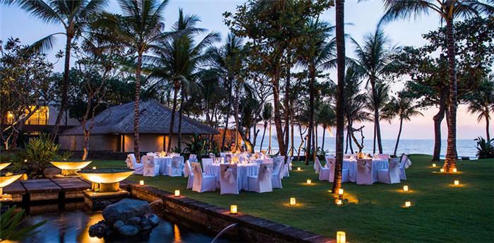 雷吉安度假村位于巴厘岛南部海岸水明漾(seminyak)地区,所有套房均