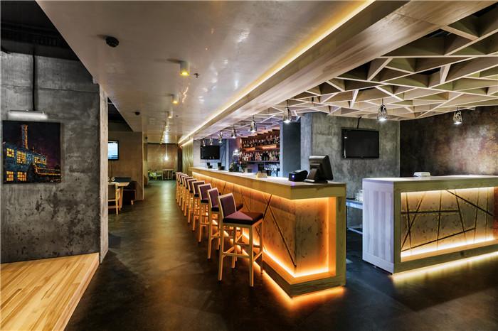 郑州专业特色餐厅设计公司推荐国外阁楼风格混凝土餐厅设计