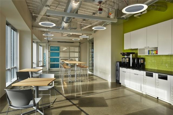 视野开阔的国外现代办公室设计案例