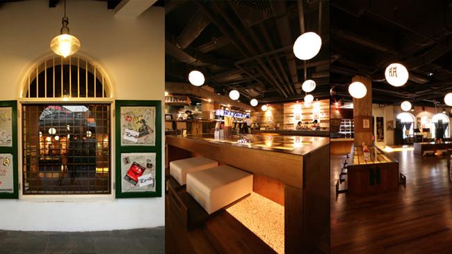 文章导读:Tomo在日本单词中指朋友,而lzakaya表示提供食物以及饮料的餐饮店,lzakaya一般是很常见的,是实惠的,真正符合酒馆的实际传统的,内部布局应该设计为可让人们平稳出入,也应在不破坏审美和功效价值的基础上符合项目总人数200的考量。   贯穿整个餐厅设计过程的两个重要的设计概念是非传统的低光源和直接靠近的设计,低光源指从桌子内射出。其强调的是食物和顾客,而非所处的设计特征。直接靠近法设计是在长木桌子发现的,推出以刺激顾客之间的非正式进餐和分享就座以发起对话。   在室内区域有两种