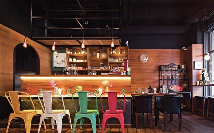 浓郁如欧式小酒馆般的怀旧工业风主题餐厅设计案例
